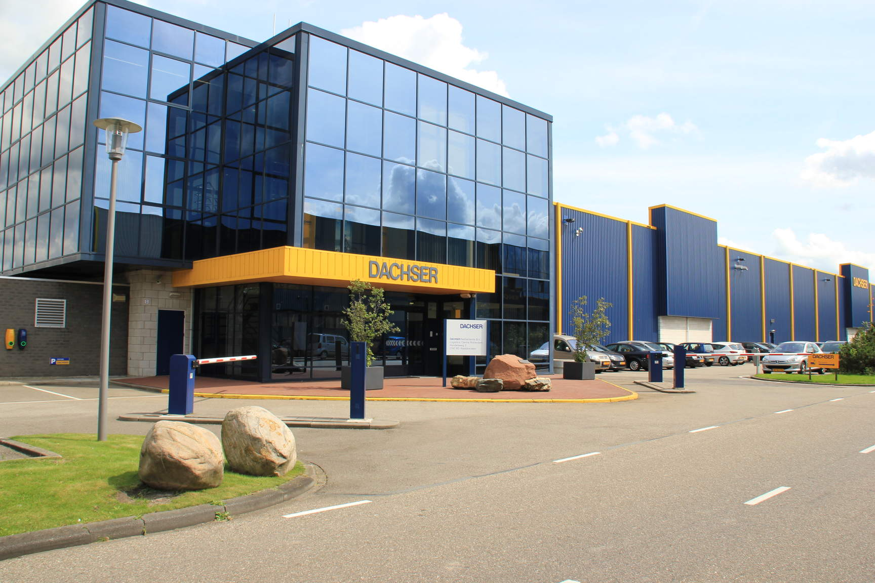 DACHSER Netherlands B.V. Rotterdam Logistics Center te Waddinxveen.